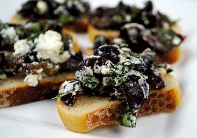 grape-crostini